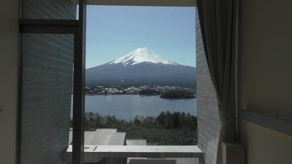 朝目覚めると、目の前には富士山が!快晴!