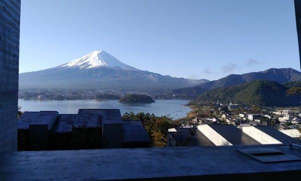 富士山と河口湖を臨む
