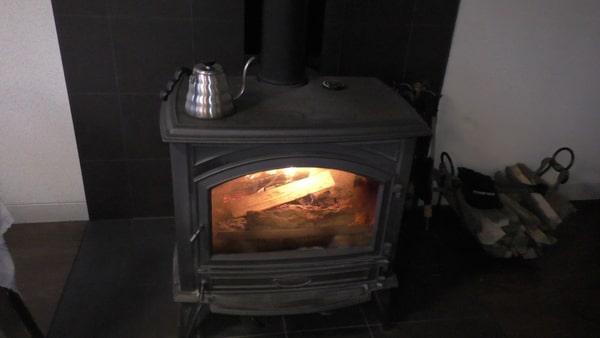 ライブラリーカフェの暖炉。この周りでお話しているカップルも多かったですよ