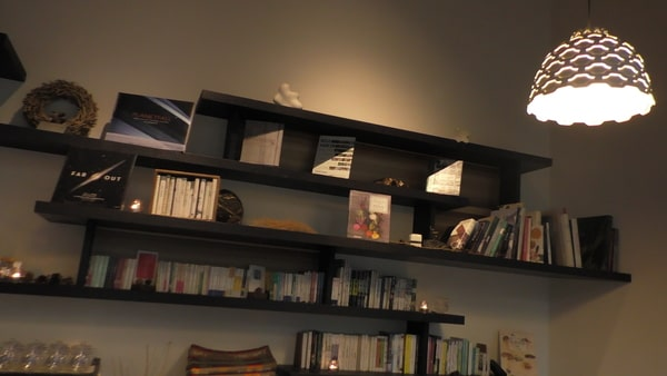落ち着いて読書なんかも楽しんでみては?