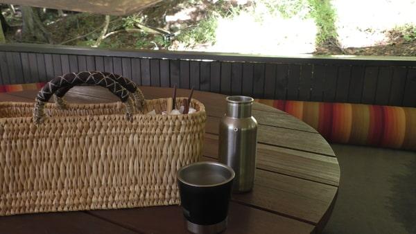 ピクニックボックスをもらって好きなところで朝食