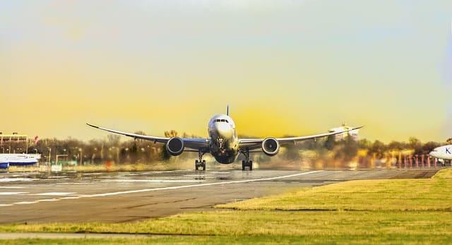 楽天ゴールドカードは飛行機を利用する人にはお得?