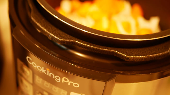 クッキングプロは1台で8役の電気圧力鍋