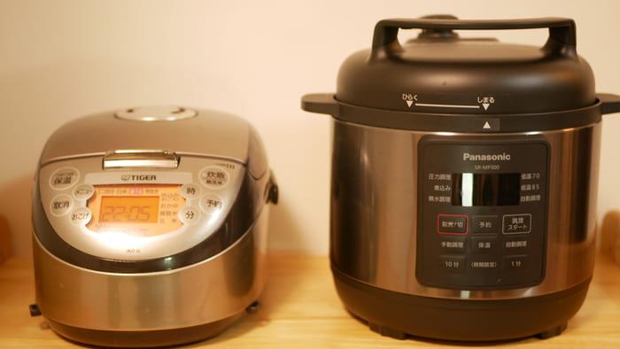炊飯器と比べても幅はそんなに変わらない。