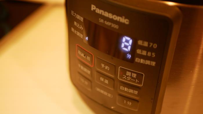 電気圧力鍋を使えばボタンひとつで料理ができあがる