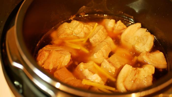 家族4人分は余裕で作れます。写真は自動調理で作った角煮