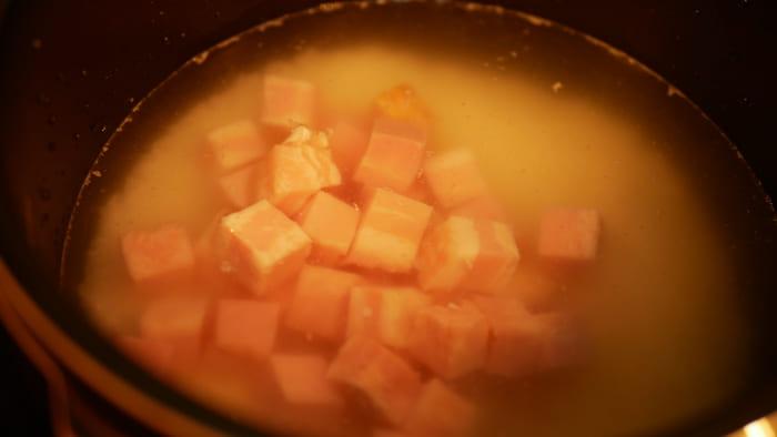 白米と調味料、ベーコンを入れて「圧力調理」します