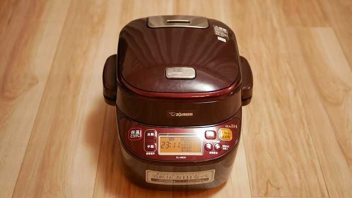 煮込み自慢は炊飯器のような形をしています