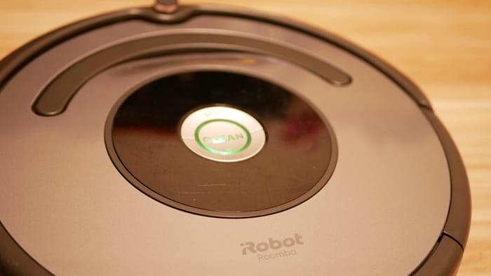 ルンバ643を動かしたい時は中央のボタンを押すシンプルな設定