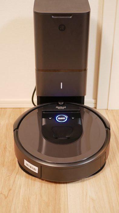 ルンバi7+は充電台を兼ねるクリーンベースがあるのが特徴