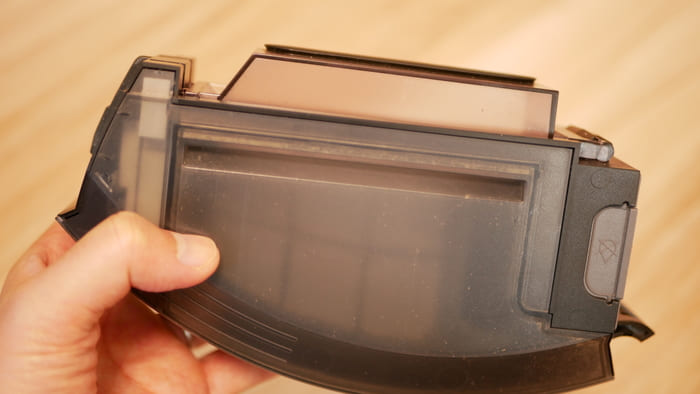 ルンバe5はダストボックスとモーターが分離されたことでダストボックスが洗えるように