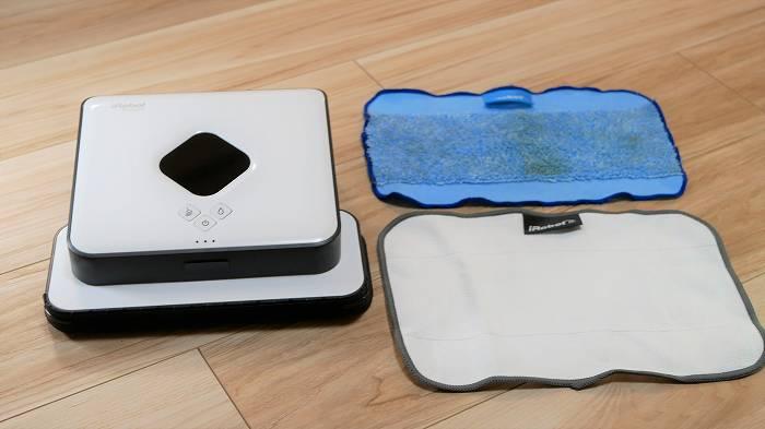 水拭き専用クロス(上:水色)とから拭き専用クロス(下:白色)