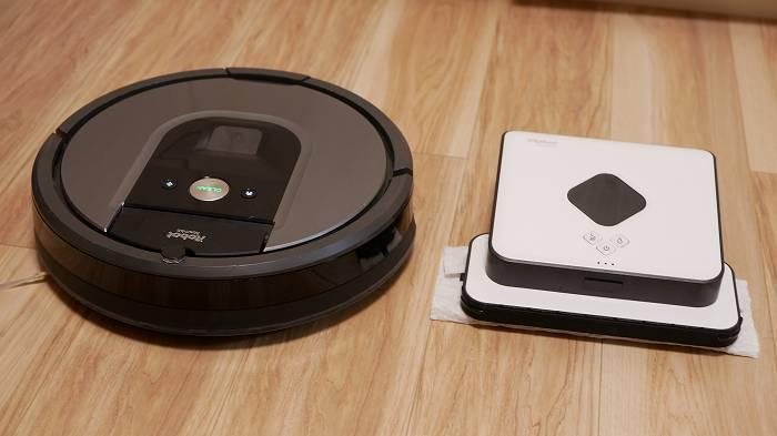 ルンバとブラーバ(右)。ブラーバは床拭きに特化したロボット掃除機
