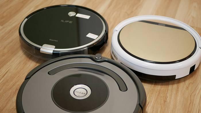 ロボット掃除機には各社から様々なものが発売されているが・・(手前はルンバ643)