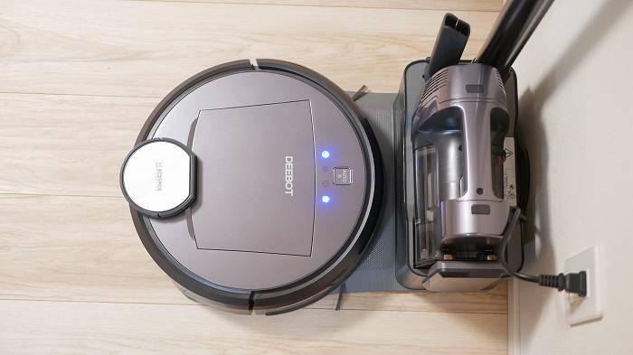 エコバックス「DEEBOT R98」のロボット掃除機とハンディ掃除機は連動して動く