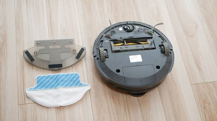 DEEBOT R98は専用の給水タンクとモップを付けることで水拭きも可能
