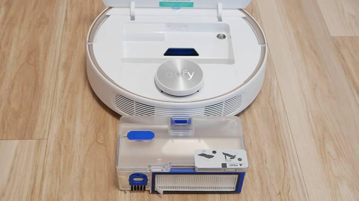 Eufy「RoboVac L70 Hybrid」の吸引性能は?画像の下はダストボックス