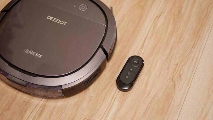 DEEBOT OZMO Slim10はリモコン操作もスマホ操作も可能