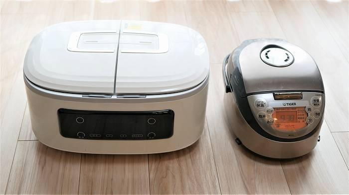 ツインシェフと炊飯器の大きさ比べ。横に広いことが分かります